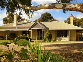 Whistler Farm - Lennox Head Accommodation