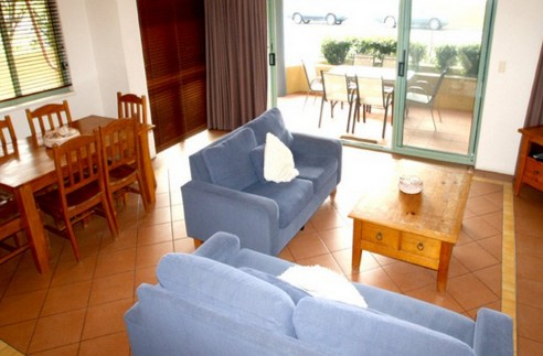Airy Surfside Unit - Lennox Head Accommodation