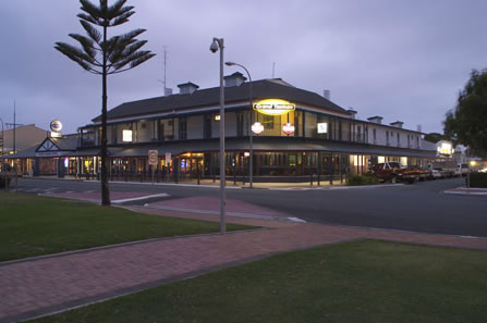 Grand Tasman Hotel - Lennox Head Accommodation