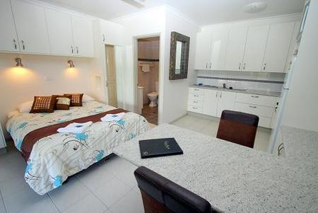Coral Point Lodge - Lennox Head Accommodation