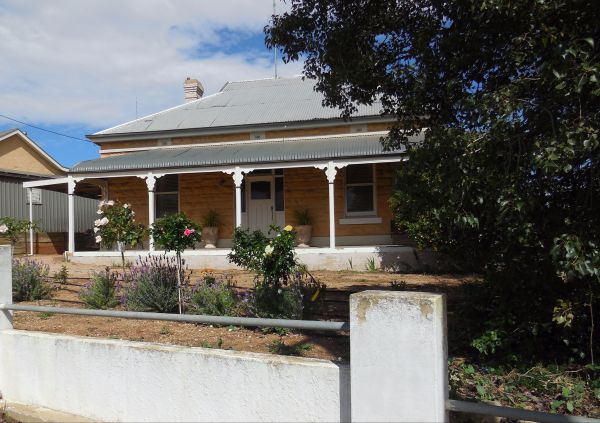 Book Keepers Cottage Waikerie - Lennox Head Accommodation