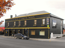 Star  Garter Hotel - Lennox Head Accommodation