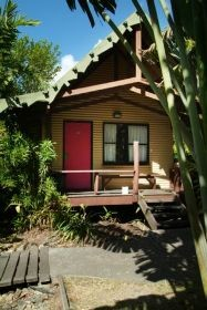 Magnum's Backpackers Bar - Lennox Head Accommodation