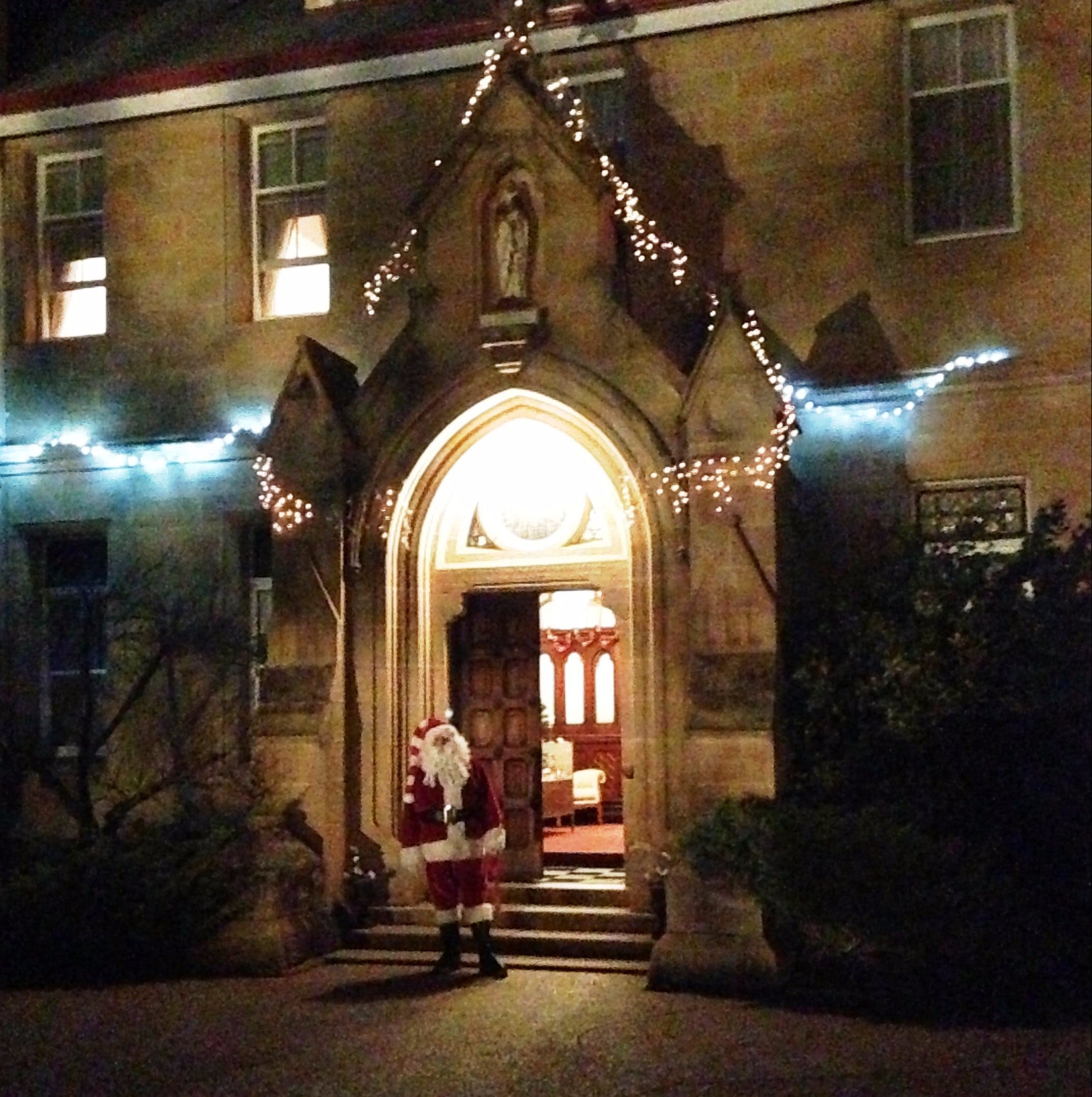Abbey of the Roses - Christmas in July - Lennox Head Accommodation