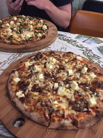 Earth Oven Wood Fired Pizza - Lennox Head Accommodation