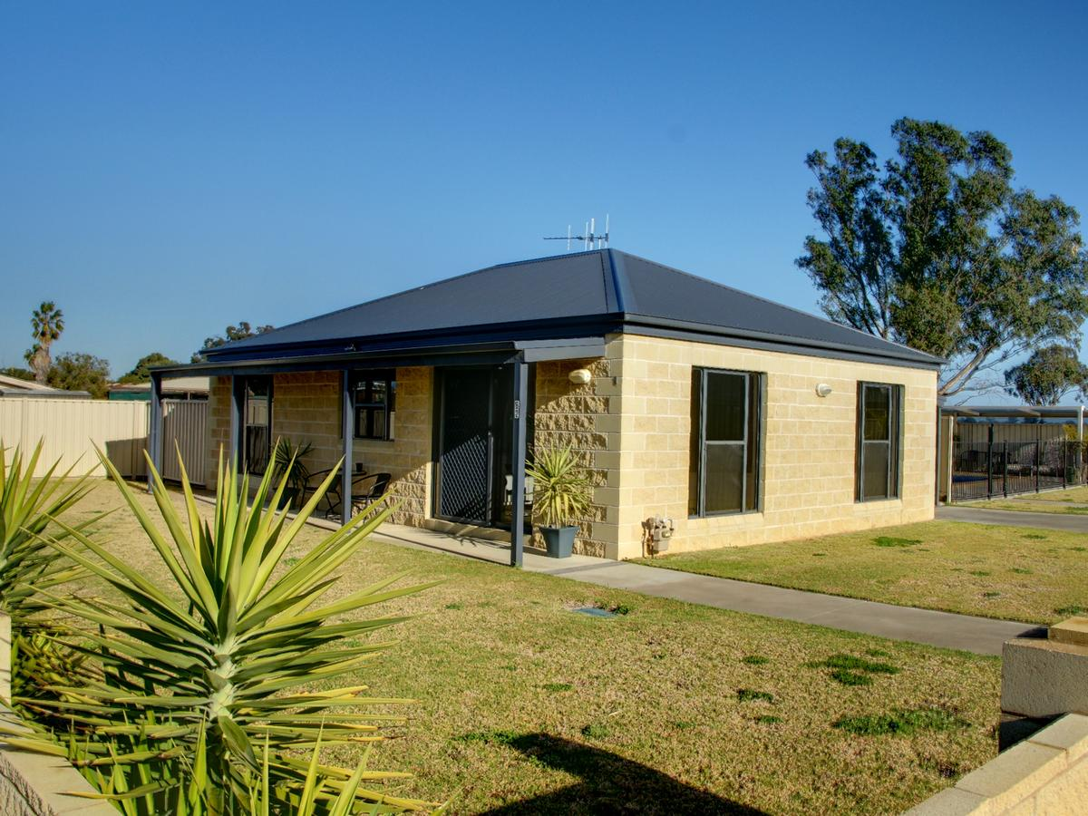 DBJ Holiday Units - Lennox Head Accommodation